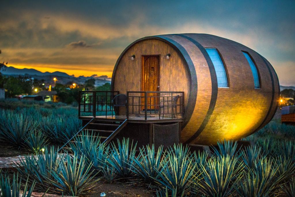 HOTEL DE BARRICAS – Dormire in una botte di Tequila – Sleep in a ...